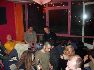 drinking folks at Chez Urban75