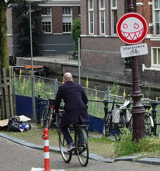 Amsterdam photos: canals, architecture, bars, bikes and an old submarine