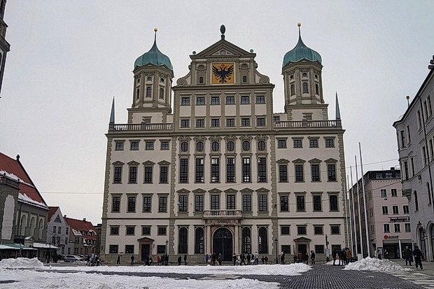 Augsburg photos: snowy scenes, architecture and the wonderful Grand Hotel Cosmpolis, Germany
