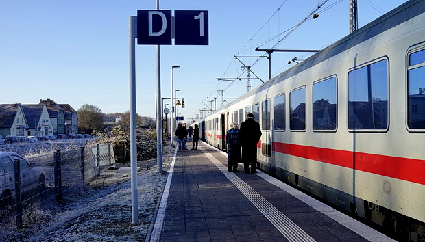 Fesselnd Crossing A Chilly Border: Bad Bentheim Station In Winter, Germany