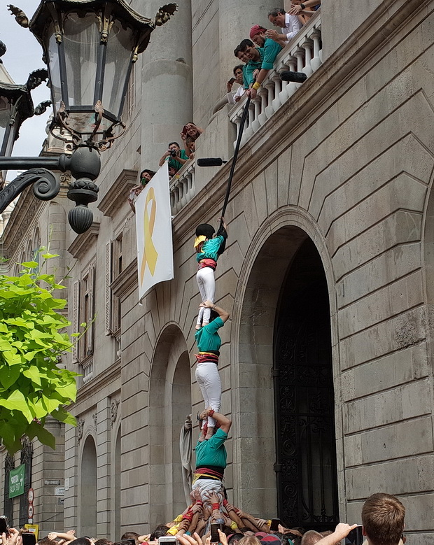 In photos: The Castellers and scarf-wavers of Barcelona's la Merce Festival, 2018 border=