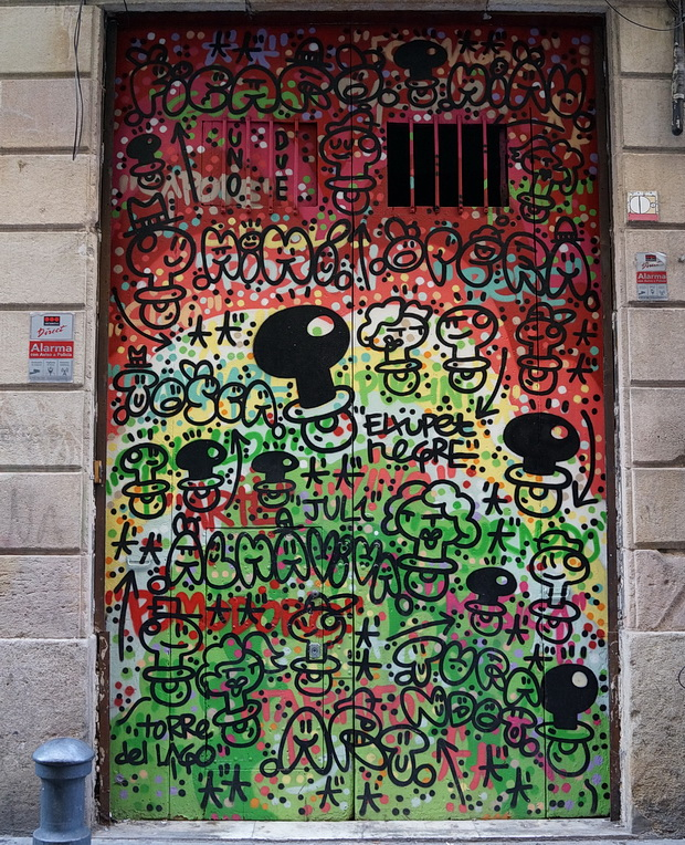 Barcelona street photos: street art, graffiti, markets and architecture