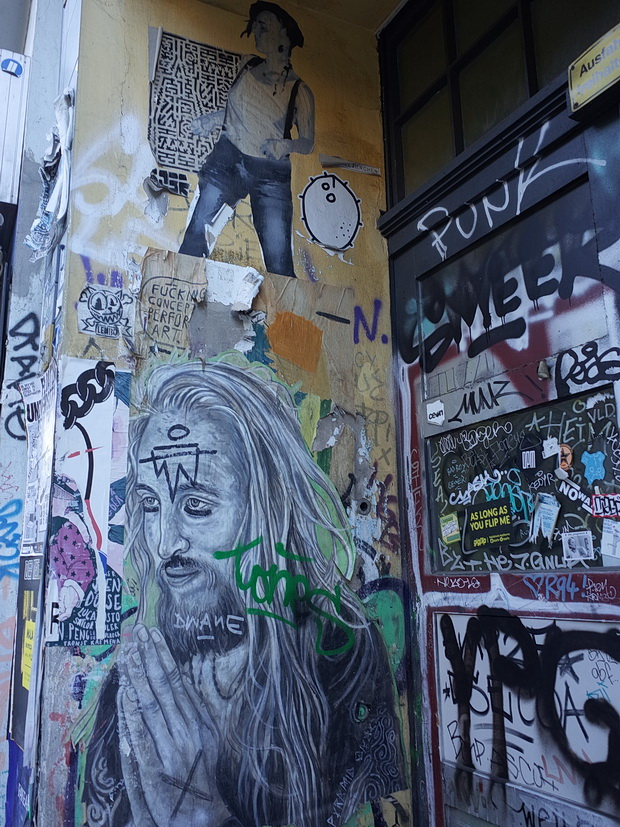 Berlin photos: graffiti, street art and posters, May 2018