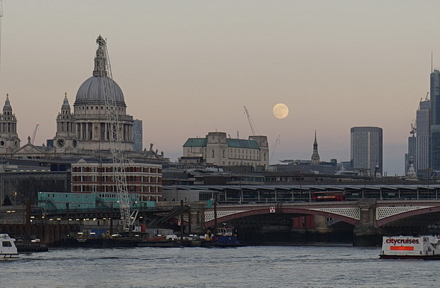 A big Moon over the River Thames - in photos