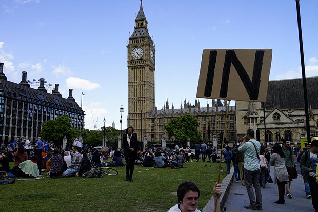 Anti Brexit campaigners outside Parliament - in photos, Saturday 2nd July 2016