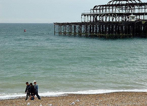 Remembering the West Pier, Brighton, July 2004 photo