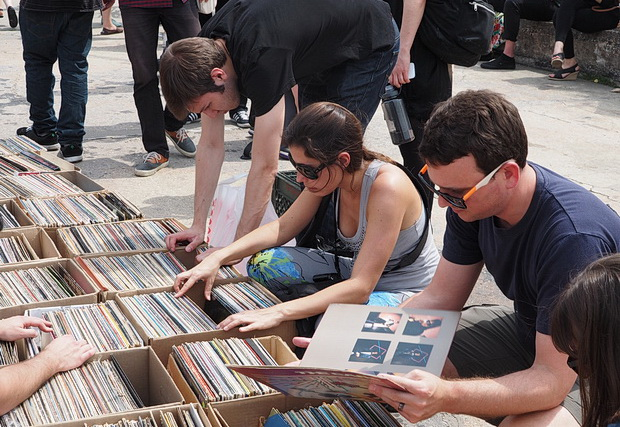 Photos of the Brooklyn Flea Record Fair, East River State Park, 90 Kent Ave. at North 7th St., Williamsburg, New York, May 2014