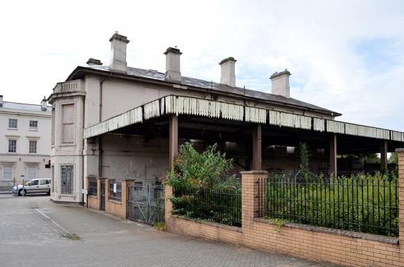 Cardiff Bay railway station quietly rots away...