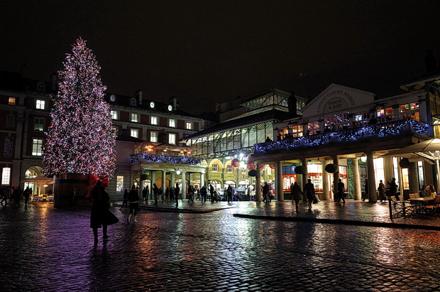 An early Christmas London walk - baubles, gas lamps, ice rink, South Bank and ICA art launch, November 2014