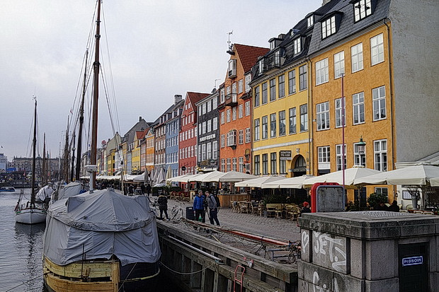 Copenhagen photos - architecture, canals, streets scenes, painted houses and bikes