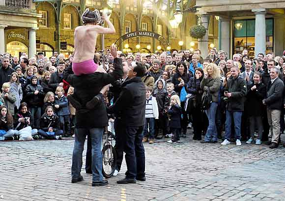 Street performer, Covent Garden Piazza