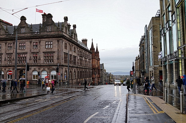 Edinburgh in fifty photos: street scenes, architecture, landscapes and the famous castle