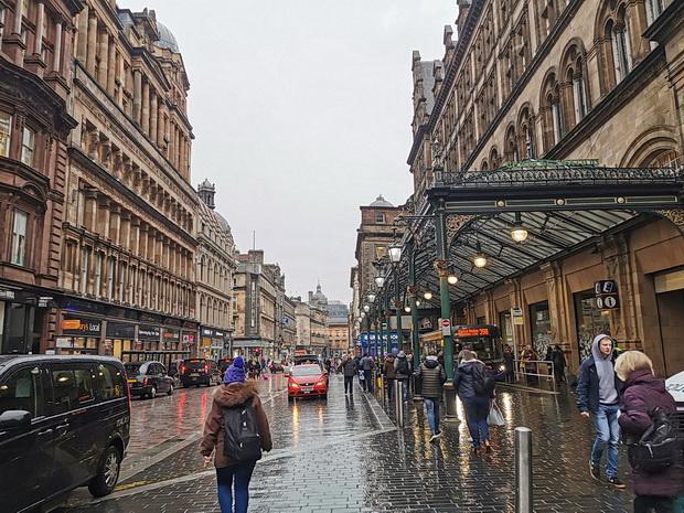 Glasgow photos: rainswept streets, street scenes, street art and sunlight, Feb 2020