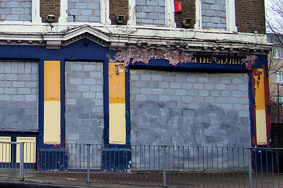 Another lost London dodgy boozer: The Globe, Tollington Rd, N7
