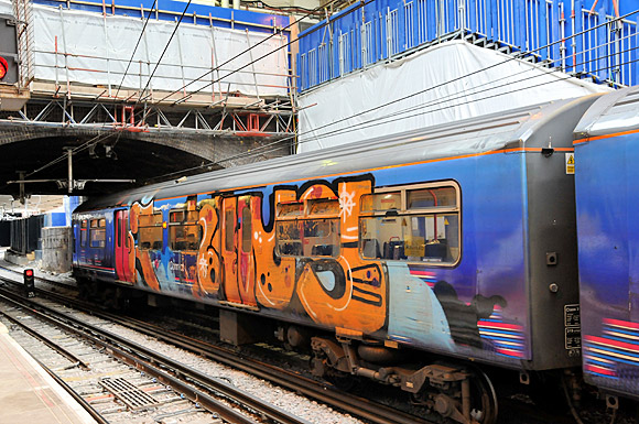 Pics of the day: graffiti train, Farringdon, London