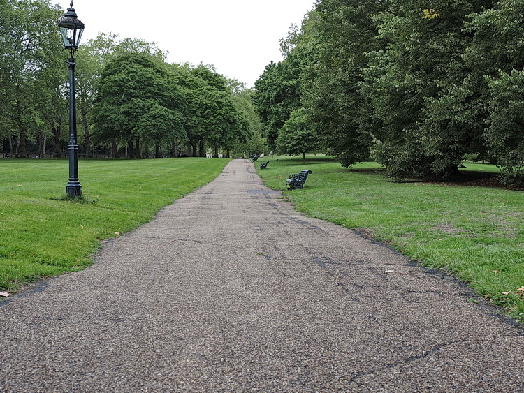 A photo walk through Green Park, St James's Park and Trafalgar Square, London, September 2020