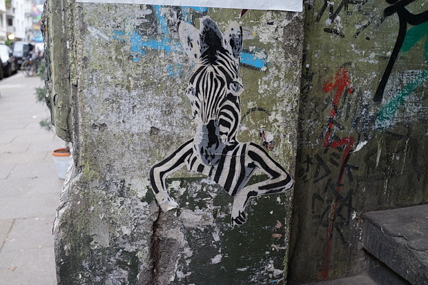 Hamburg photos: street art, graffiti, night scenes, the docks and The Monochrome Set