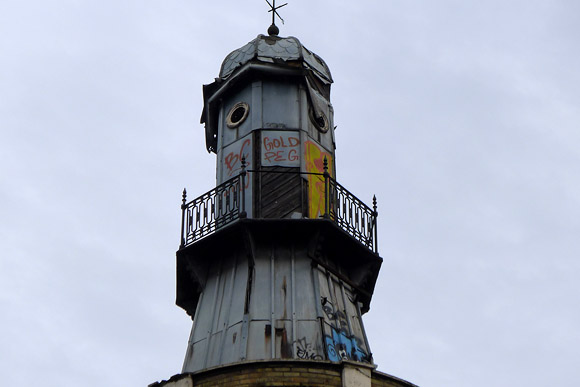Kings Cross lighthouse continues to rot away