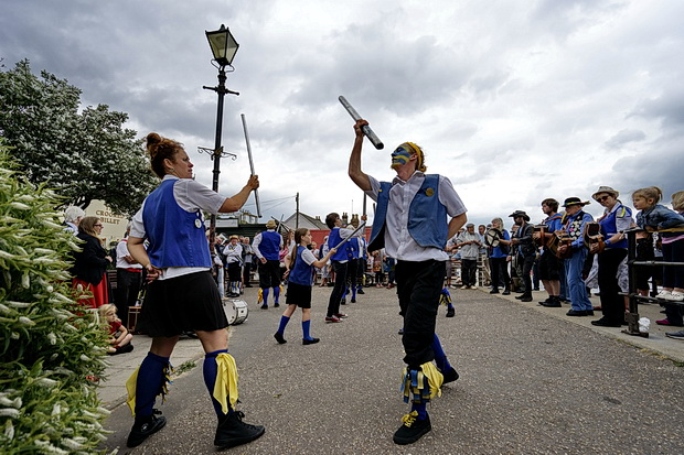 Photos from the Leigh On Sea folk festival: bands, beer, banjos, Morris dancers and people, June 2017, Essex