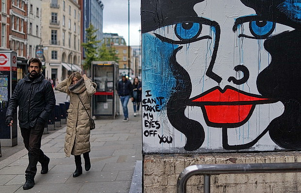 London street photography: tourists, galleries, street art and halloween, October 2018
