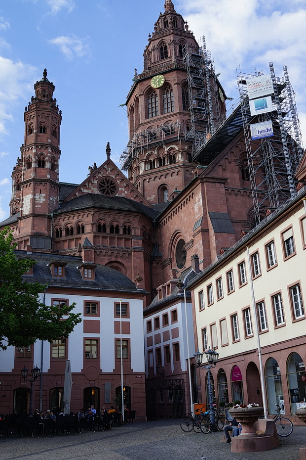 Mainz in photos: architecture, tasty train meals, street scenes and The Monochrome Set, May 2018