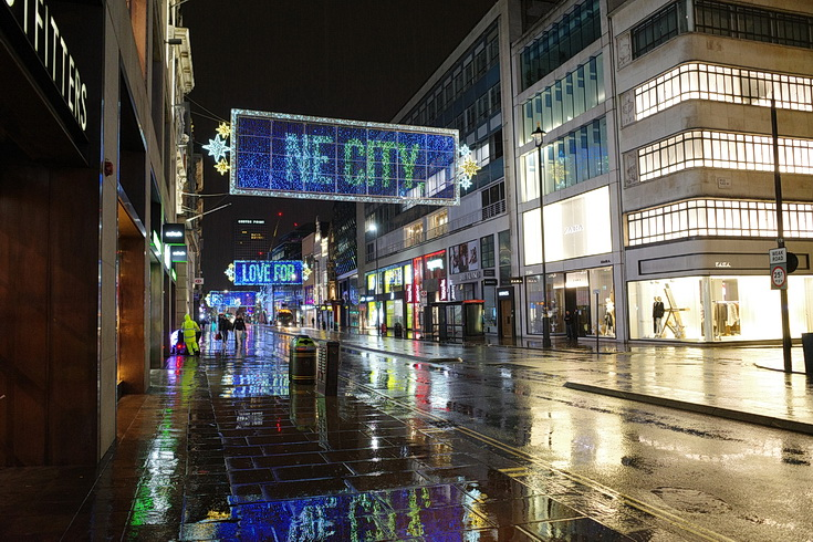 Tinseltown in the rain: Oxford Street Christmas lights in a nocturnal downpour, Dec 2020