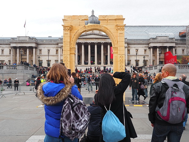 Palmyra's Arch of Triumph recreated in Trafalgar Square, April 2016