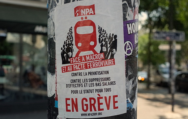 Paris photos: signs, stations, stickers and stairs, July 2018