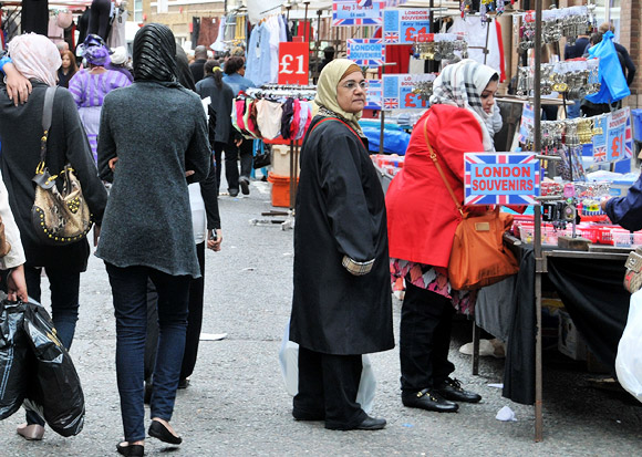 A walk down Petticoat Lane Market, London E1