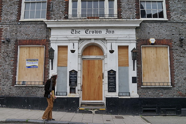 Lewes in photos: architecture, street scenes and signs and closed pubs, May 2018