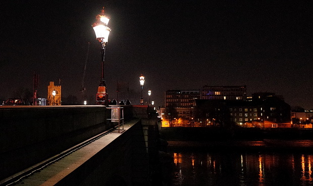 Putney at night: river views, Putney Bridge, the Half Moon and street views, January 2017