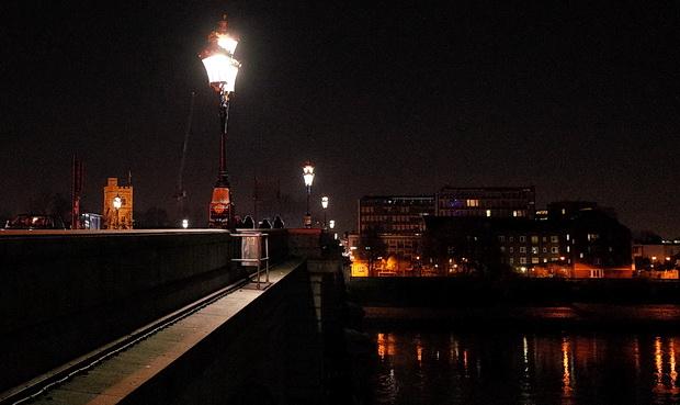 Putney at night: river views, Putney Bridge, the Half Moon and street views, January 2017