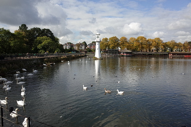 A sunny Autumnal afternoon at Roath Park, Cardiff