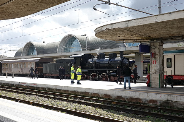 An unexpected steam locomotive in Roma Ostiense railway station, April 2019