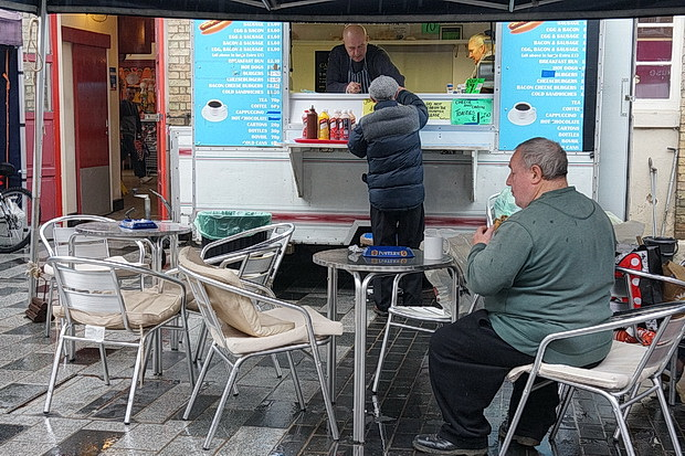 Stockton-on-Tees photos - street scenes, rain, walking barrels and bargain hunters, December 2018