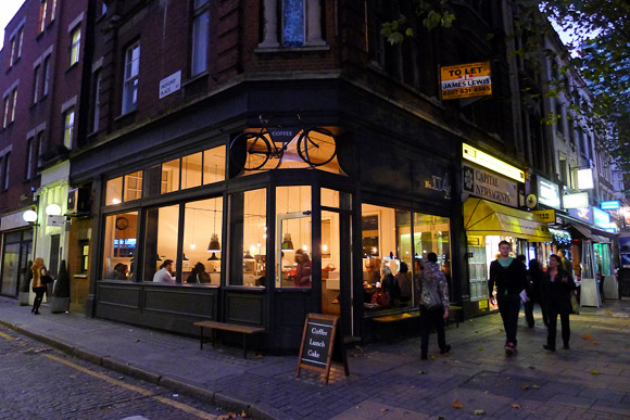 tapped packed coffee shop review tottenham court road