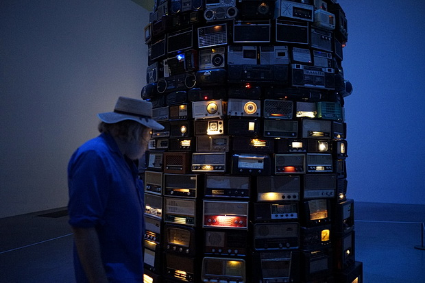 A tower of 800 noisy radios: Cildo Meireles Babel at the Tate Modern, London, May 2016