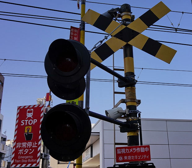 Tokyo photos: street scenes, signs, architecture and the Monochrome Set