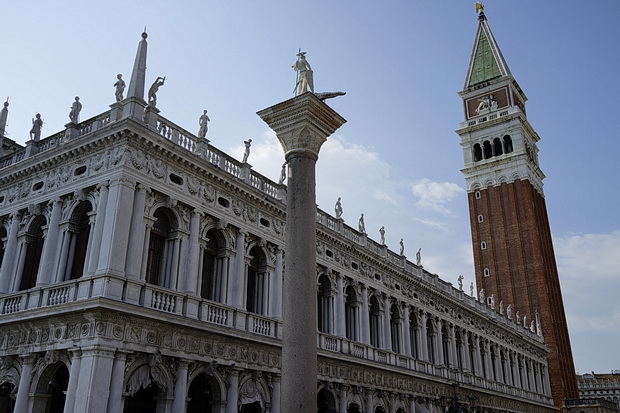 Venice in 100 photographs: architecture, canals, gondolas, sunshine and colours