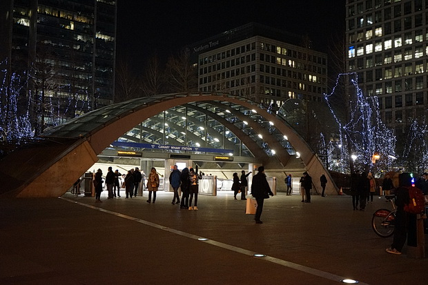 Winter Lights festival in Canary Wharf: crowds, selfies galore and frustrations