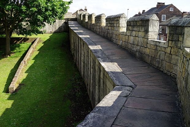 York photos: architecture, city walls, river scenes, night views and the Monochrome Set