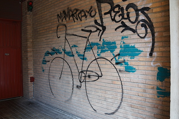 Zaragoza photos: Colours, life, street art, architecture and The Monochrome Set