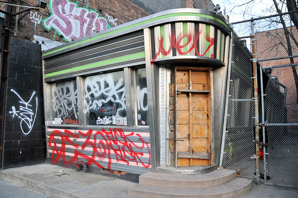 abandoned-diner-357-west-st-nyc-01