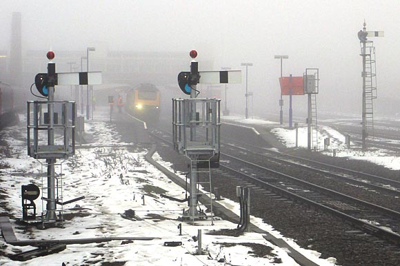 banbury-railway-station-fog-01