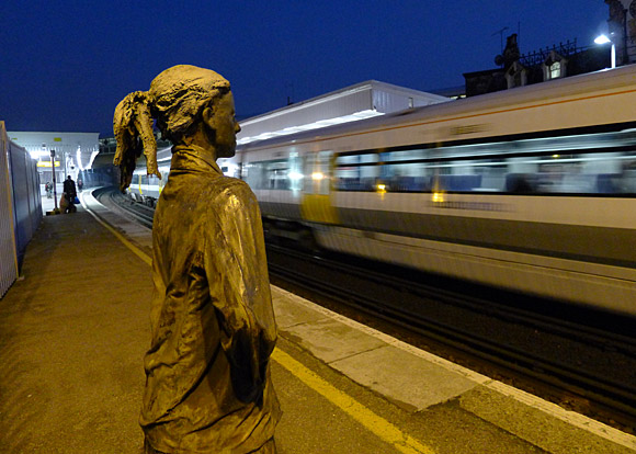 brixton-station-sculpture-01