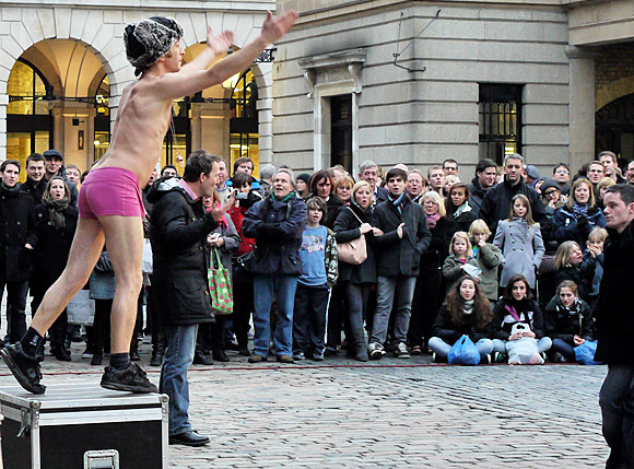 covent-garden-street-performer-01