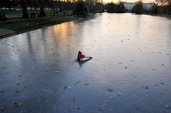 frozen-st-james-park-lake-1