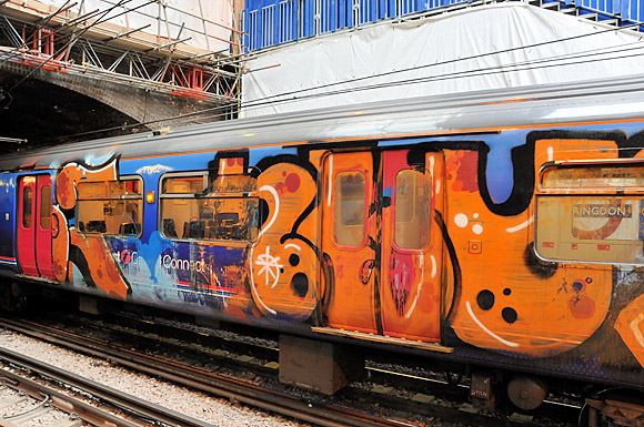 graffiti-train-farringdon-01