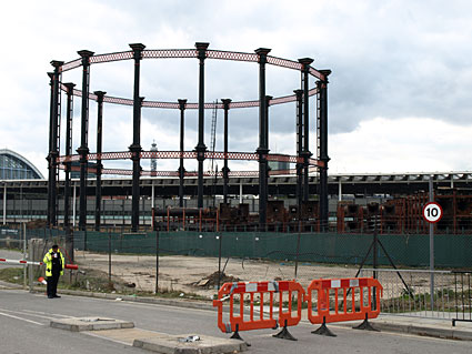 kings-cross-gasometer-01
