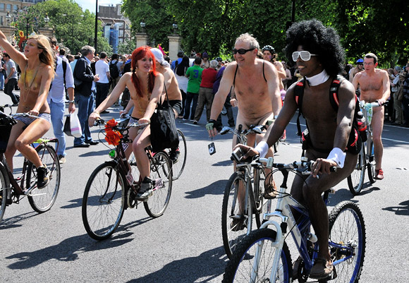 london-naked-bike-ride-2011-13